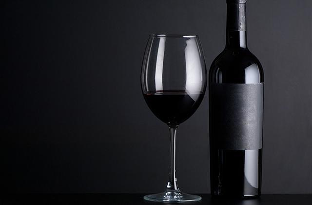 濃い赤ワイン